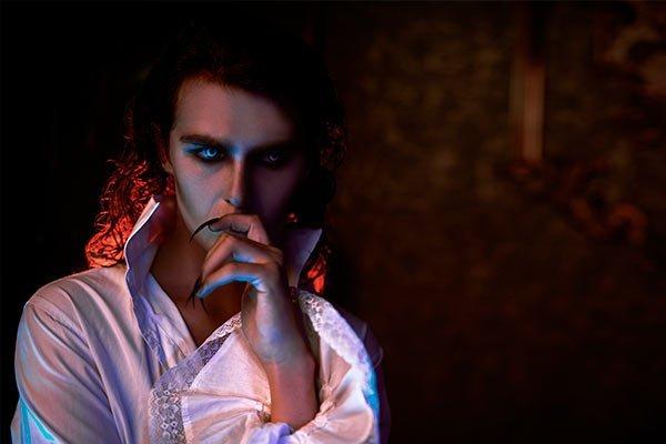 Maquillaje de Halloween hombre vampiro