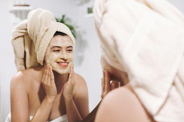 Exfoliación para iluminar el rostro