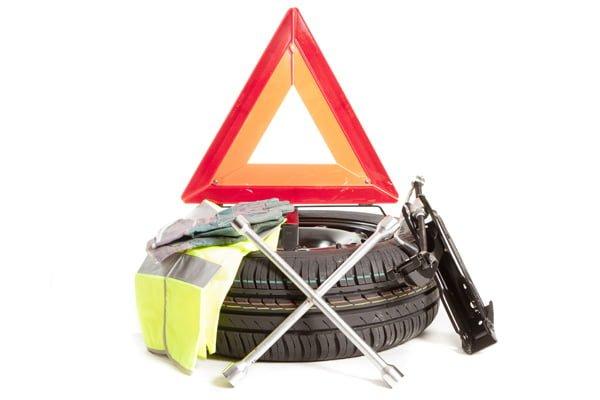 Herramientas básicas que debes tener en tu coche-1
