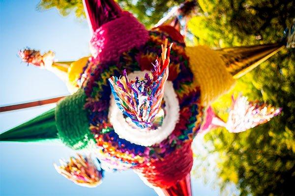 Decoración fiestas patrias, Piñatas