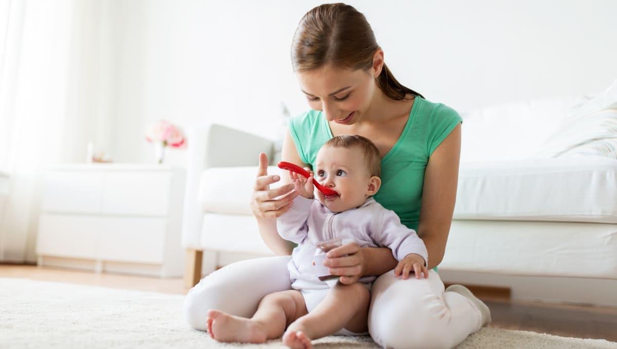 Cómo darle nuevos alimentos a mi bebé