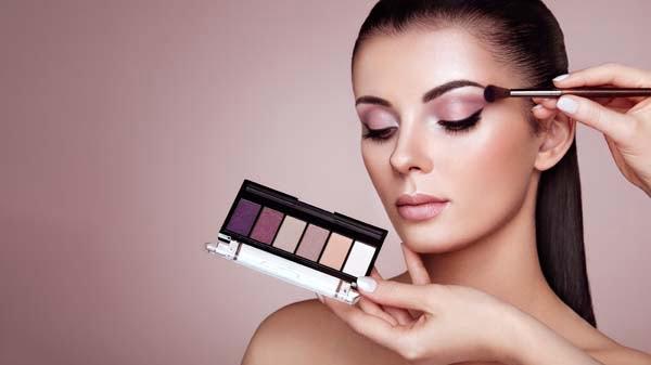 tendencias-de-maquillaje-dramatico-natural