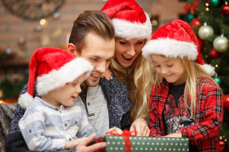 ¿Cuántos regalos darle a mi hijo esta Navidad?