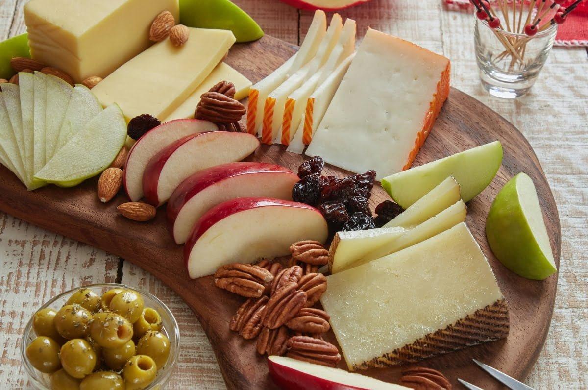 tabla-de-manzanas-quesos-frutos-secos