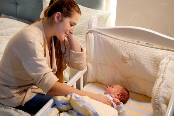 Si tu bebé llora, no lo lleves a tu cama